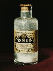 در گذشته آسپرین به صورت پودر به داروخانه ارائه شده و دارو به اندازه مصرف برای بیمار بستهبندی میشد. امروزه، اهمیت وابسته به سرعت دردسترسبودن و حذف عملی طراحی بسته دارو است.