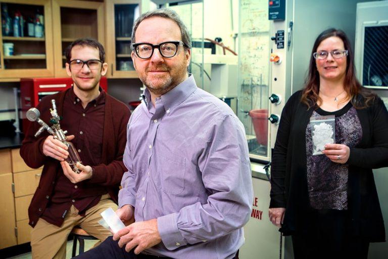 پژوهشگران از راست به چپ: James Eagan, Geoffrey Coates, Anne LaPointe