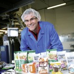 iranpack-sanat-bastebandi-ish2014.090 Coop Sunray Dominik Leder, Leiter Endfertigung with products 2632