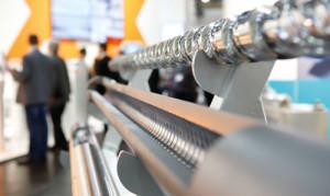 حذف edge trim و کاهش thickness tolerances برای فیلم، ورقه و پروفیل پلاستیک و نیز برای مثال مهرهای لاستیکی، فرایندهای اکستروژن را از نظر منابع به صرفه کرده.